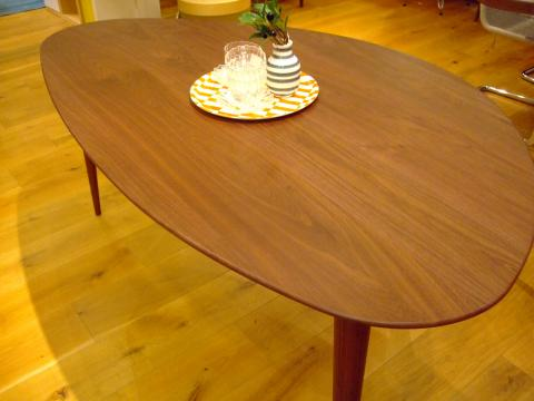 kulaum dining table